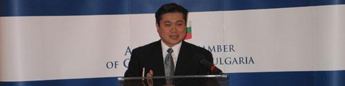 Joichi Ito in front of AmCham members